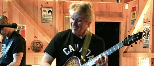 Rik Emmett at Daryl's House - photo by Stacey Rose
